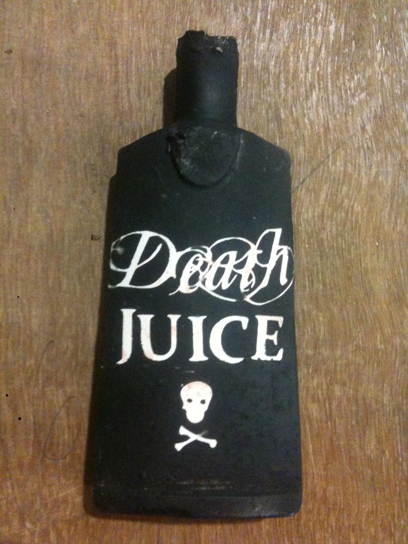 club death by murder, Porcelaine